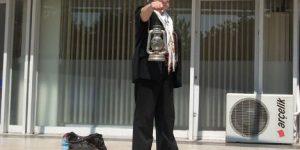 Ankara Sokaklarında Adam Arayan Diojen.