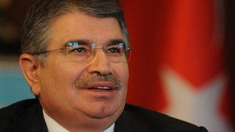 İdris Naim istifa