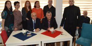 Sarıyer Vehbi Koç Vakfı Lisesi Mezunlar Derneği yeni lokal binasına kavuştu.