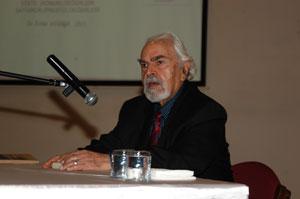 """Dr.Erdal Atabek""""Teknoloji, gelişme çağında yararlı değil, zararlı"""""""