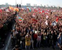 Camila Vallejo, Evde değil Sokaktayız.Şili'de onbinlerce öğrenci yeniden ayaklandı