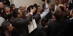 CHP Komisyon bastı. Zeyid Aslan'ın istifasını istedi.
