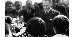 Ders kitaplarından Atatürk ve Cumhuriyet Tarihi yok ediliyor.
