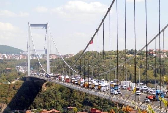 Kamyoncu eylemi Boğaz köprüsünü kapadılar
