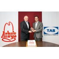 """Arby's Türkiye globalden """"Hızlı büyüyen restoran sayısı""""  ödülü aldı"""