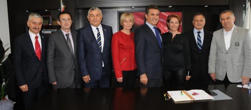 Başbakan % 24 ile aldı, biz % 40,3 oy almamıza rağmen Büyükşehiri alamadık.