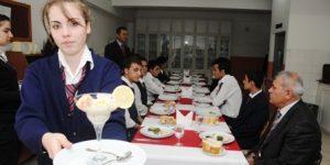 Otelcilik Okulunda İçki Servisi Dersi Kaldırılıyor