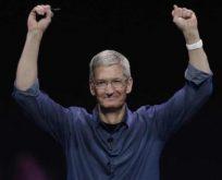 Apple'ın CEO'su Tim Cook 'eşcinsel olduğum için gurur duyuyorum' dedi.