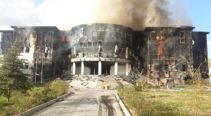 Patnos Belediye Binasını Yaktılar
