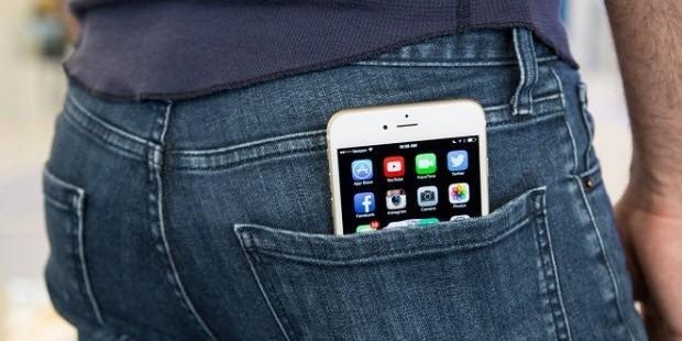 İphone 6 İçin Kot Ceplerini Büyütülüyor