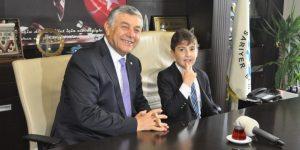 ŞükrüGenç. 23 Nisanda Çocuklara Başkanlığı Devretti