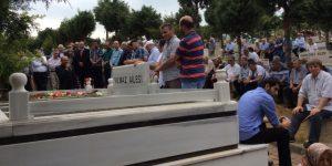 Sarıyer Onursal Başkan Ali Yılmaz'ı Mezarı Başında Andı