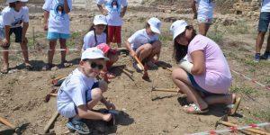 """Küçük arkeologlar iş başında """"Küçük arkeologlar"""" antik kentlerde kazı yaptı"""