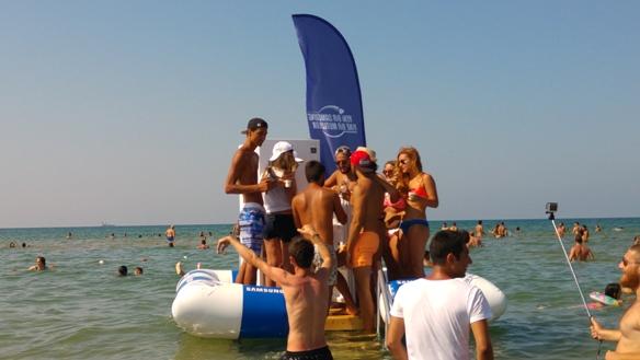 Samsung'un 'yüzen buzdolabı' Kilyos'ta 'beach' ziyaretçilerini serinletti