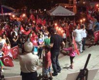 30 Agustos'u Kilyos Halkı  fener alayı ile kutladı.