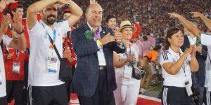 Özel Olimpiyatlar'ın açılışında Muhtar Kent Türk takımına eşlik etti