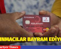 """Türkiye'de yaşayan bir milyon sığınmacıya dağıtılacak """"Kızılay Kart"""" başvuruları başladı."""