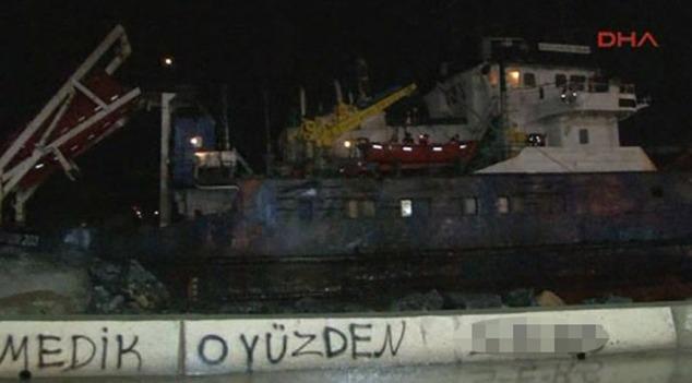 """LODOS"" İKİ GEMİ KARAYA OTURDU"