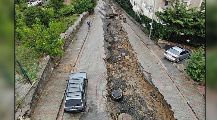Üsküdar'da sağanak nedeniyle yol çöktü