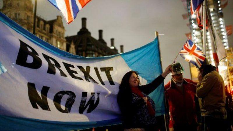 Brexit'e saatler kala İngiltere bayrağı, Brüksel'deki AB kurumlarından indirildi.