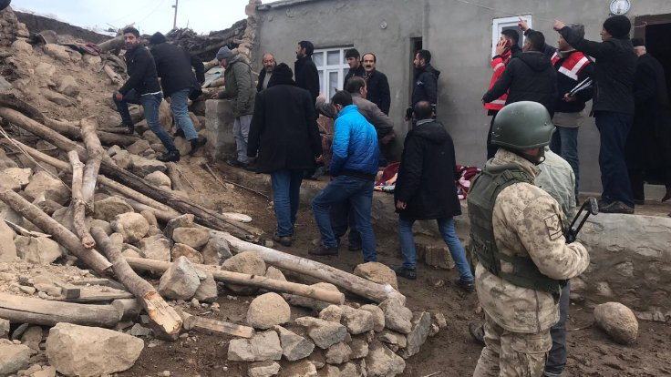 İran Depremi Van'da Yıkım ve Ölüm Yarattı