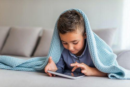 DİJİTALLEŞEN DÜNYA GÖZLERDE CİDDİ SORUNLARA NEDEN OLUYOR