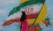 İran, 'üçüncü ve en büyük Covid-19 dalgasıyla' başa çıkmakta zorlanıyor