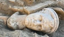 Laodikya Antik Kenti'nde 2 bin yıllık rahip başı heykeli